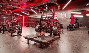 Trening mięśni pośladkowych z Hammer Strength
